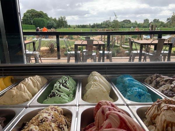 Ice cream kiosk at Dacre Park, Brandesburton